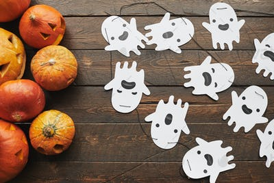 Jack O' Lanterns With Paper Ghosts
