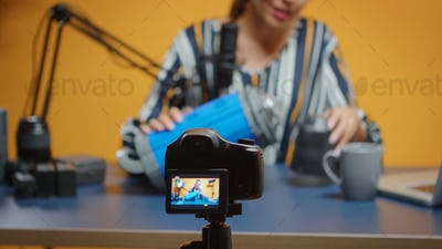 Influencer recording video light review