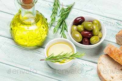 Ripe olives, olive oil and bread