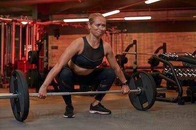 Sportwoman lifting barbell