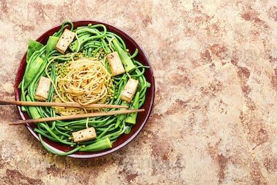 Oriental vegetable salad with pasta