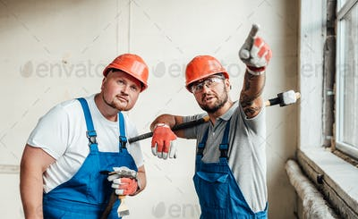 Two workers at a construction site, speaking about the reconstruction