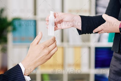 Sharing desinfecting spray