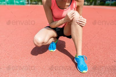 Woman feeling pain on knee