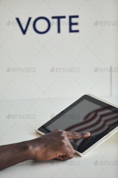 Man voting online