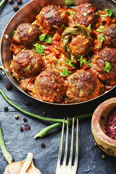 Meat meatballs and asparagus beans