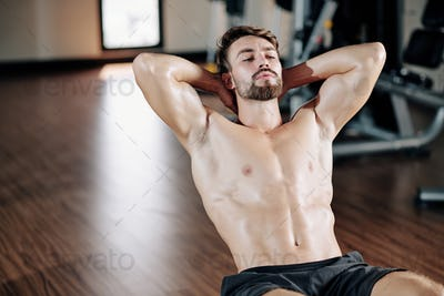 Male athlete doing abs exercise