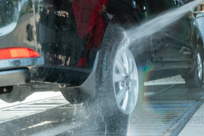 Car cleaners that use high-pressure water sprayers use a hose to the tires
