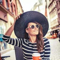 Pretty woman in summer hat and sunglasses