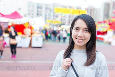 Woman viist chinese new year fair