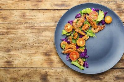 Salad of shrimp and mixed greens