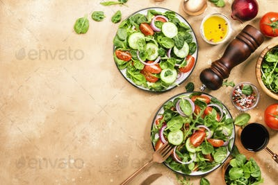 Spring green salad with spinach, cherry tomatoes, corn salad and red onion