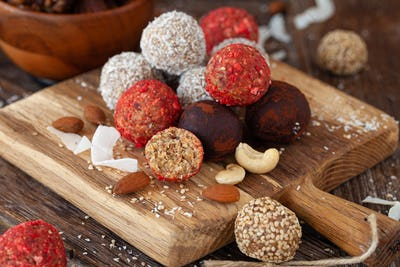 Raw vegan protein balls