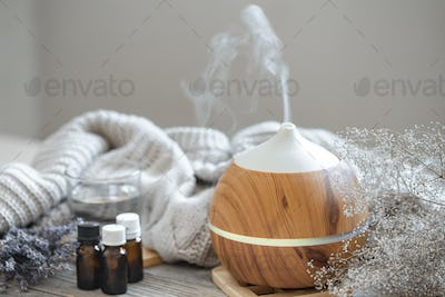 Composition with an air humidifier and a set of aromatic oils.