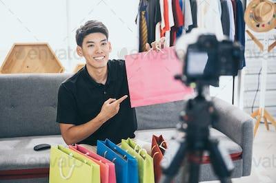 vlogger working for online marketing