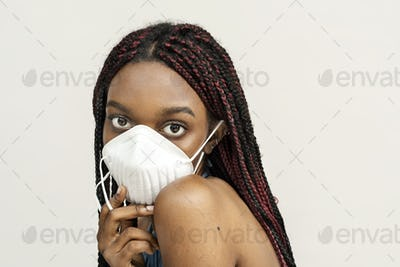 Black girl wearing an air pollution mask