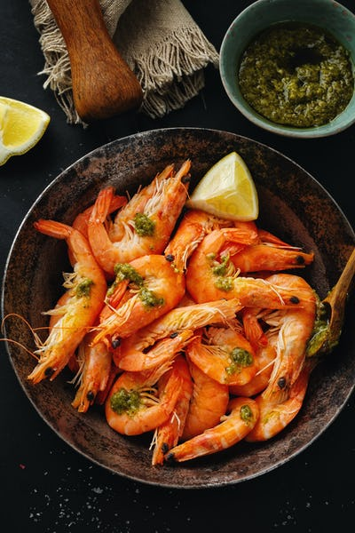 Shrimps with spices on pan
