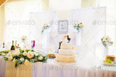 wedding cake at the table of newlyweds
