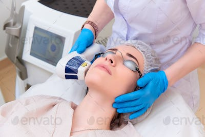 Facial treatment in the clinic