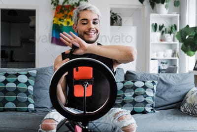 Drag queen streaming online make up tutorial with smartphone at home - Lgbt, tech trendy concept