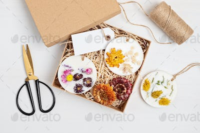 DIY scented soy wax sachet with botanicals and essencial oils. Natural handmade air freshener