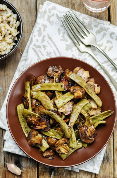 Roasted mushrooms with balsamic green beans
