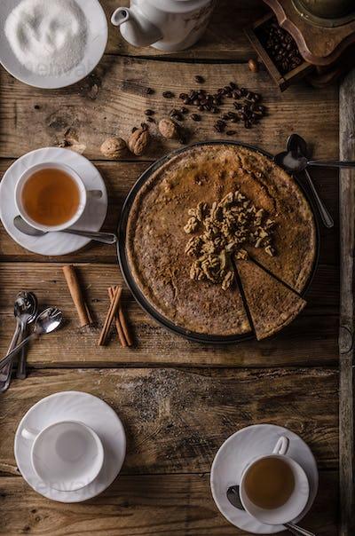 Walnut cheesecake with cinnamon