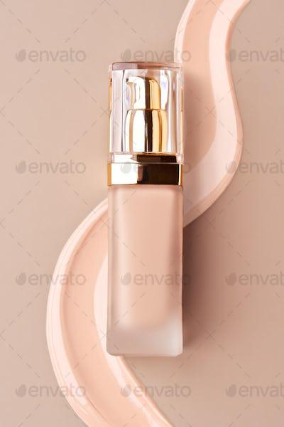 Foundation bottle with liquid foundation