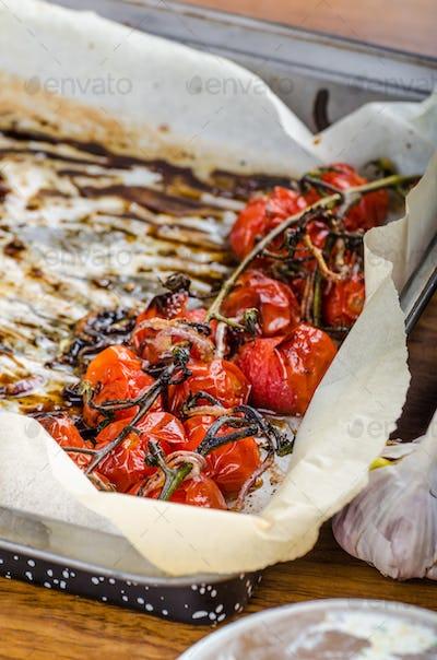 Crostini with roasted tomato