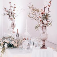 wedding table decoration with flowers on the table in winter style