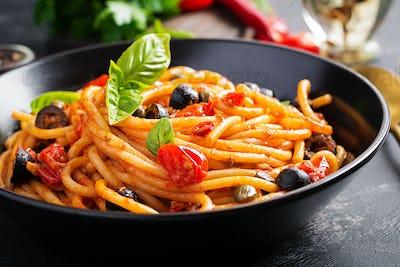 Spaghetti alla puttanesca - italian pasta