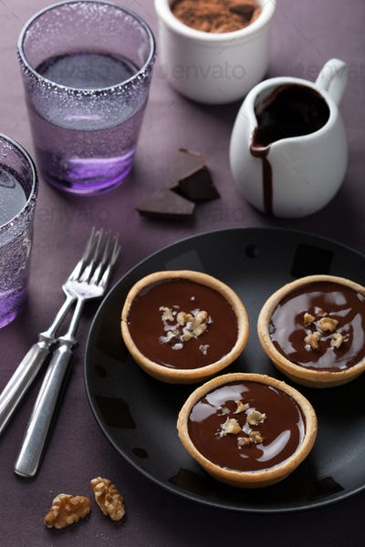 tartelettes with chocolate ganache and walnuts