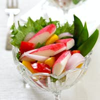 Crab stick with pepper and lettuce salad