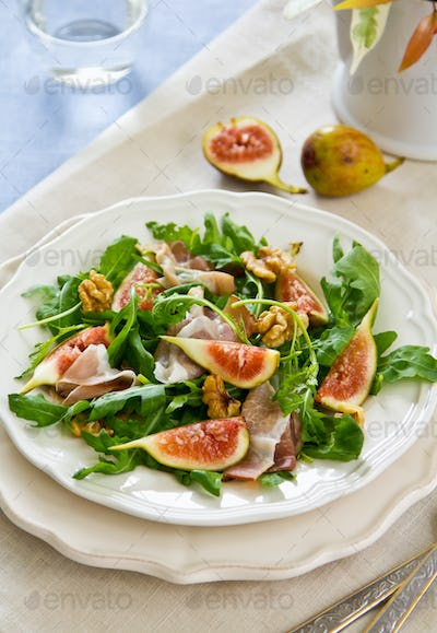 Fig with Prosciutto and Walnut salad