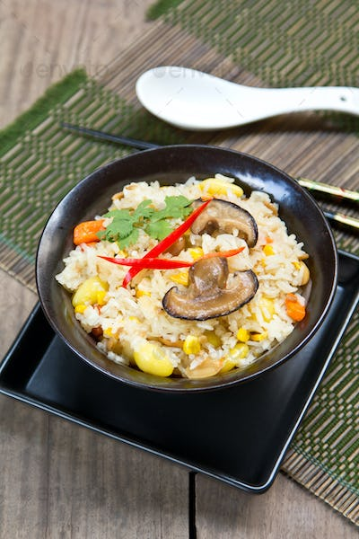 Fried rice with ginkgo and  sweet corn