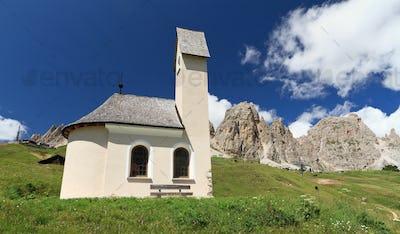 chapel in Gardena pass