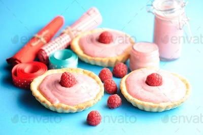 Cake with raspberry yogurt dessert