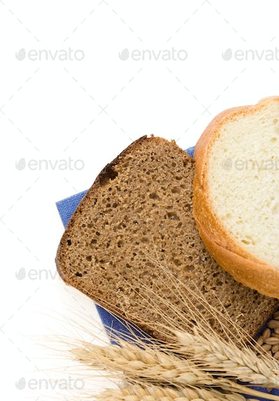 sliced bread and ears of wheat
