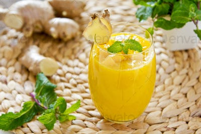 Mango with ginger smoothiie
