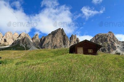 Cirspitzen Dolomites - Gardena pass