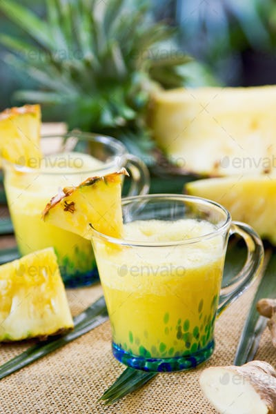 Pineapple with ginger juice