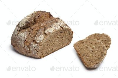 Multi grain farmers bread with slices