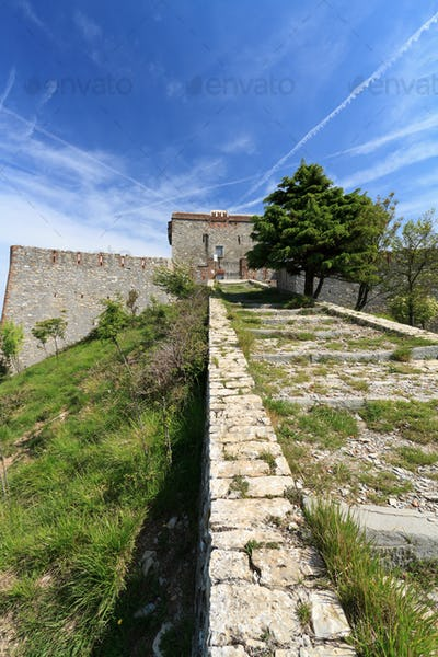 Puin Castle overr Genoa, Italy