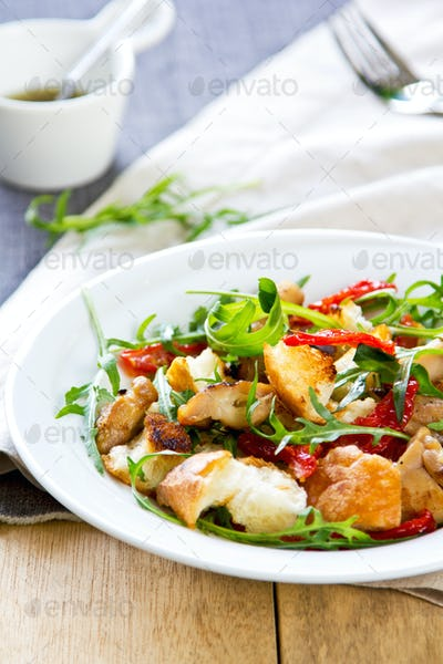 Chicken with sundried tomato and rocket salad