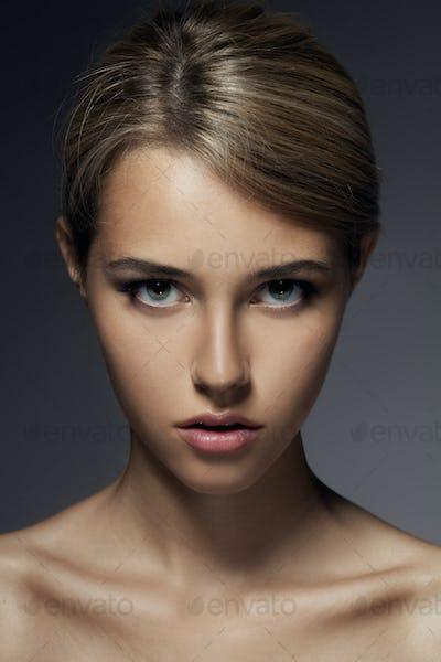 Fashion Portrait. Beautiful Woman Face