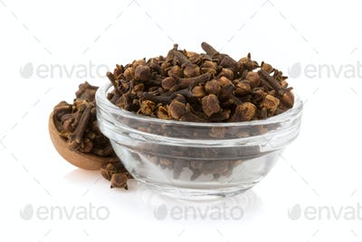 clove spices in bowl