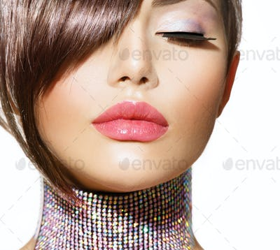Hairstyle. Beauty Model Girl Portrait with Perfect Makeup