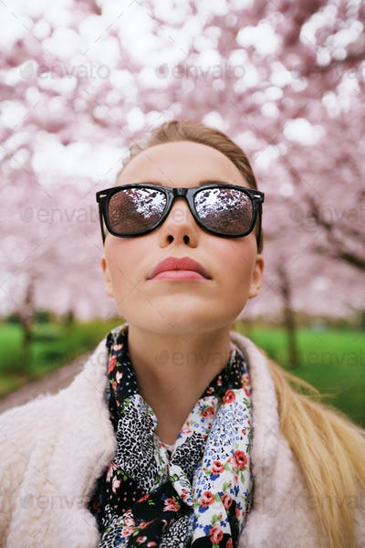 Attractive woman wearing sunglasses at spring park
