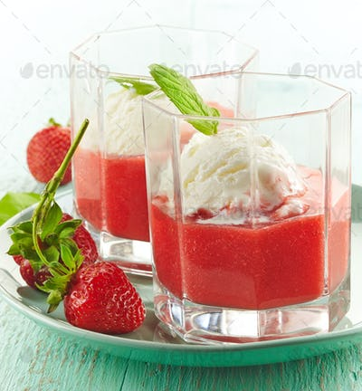 Strawberry smoothie with Ice cream