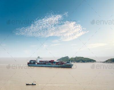 container cargo vessel